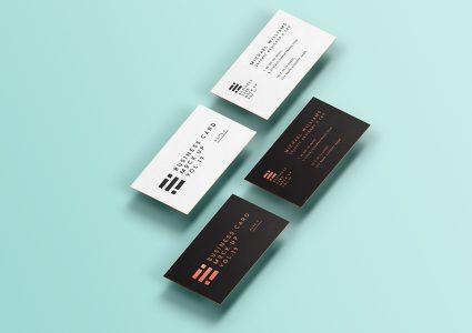 Мокап визиток на голубом фоне