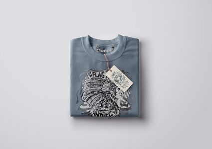 Мокап сложенной футболки