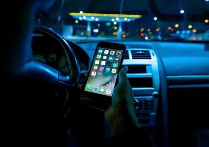 Мокап телефона в машине