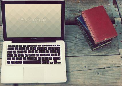 Мокап ноутбука в винтажном стиле