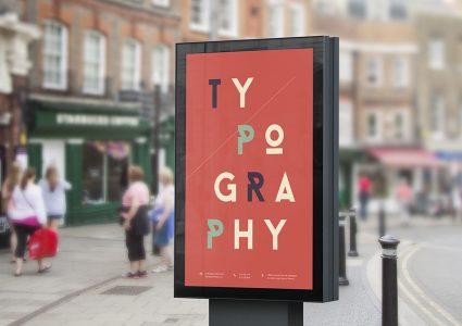 Мокап рекламного щита на улице