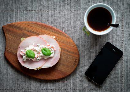 Мокап Iphone на столе