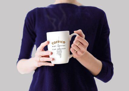 Мокап чашки кофе в руках